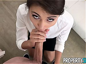 Adria Rae knows how to sell estate
