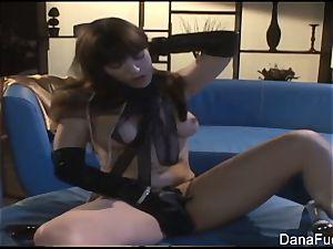 Dana DeArmond gets her vulva played with