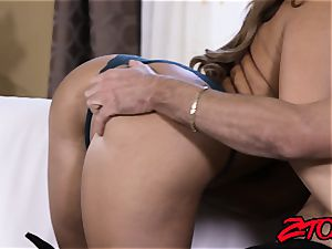 Richelle Ryan makes hubby see her pummel another dude