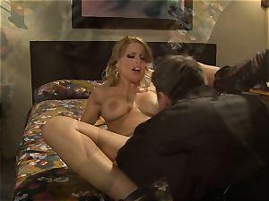 sizzling hooker Britney Amber picks up a fortunate punter
