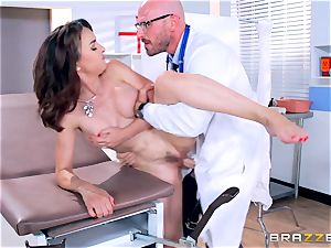 Cytherea is left splashing as she visits the physician