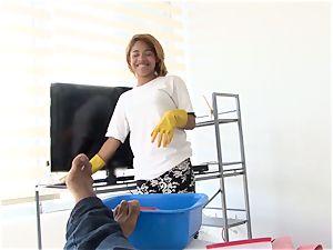 OPERACION LIMPIEZA - Latina maid gets oiled and humped
