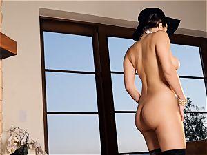 spunky stunner Valentina Nappi looks astounding as she plays