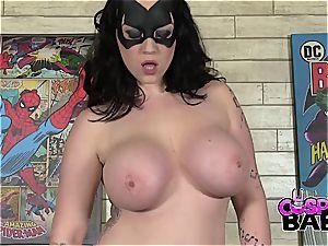 bodacious batgirl plays with her taut pinkish twat