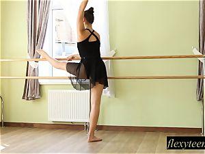 uber-sexy lady Regina does gymnastic acting
