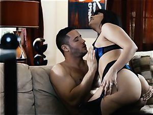 eating out gorgeous milf Mercedes Carrera