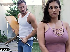 smash Confessions Latina Housewife Reena humps her mover