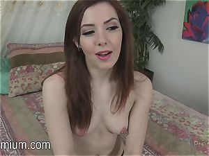 Ember Stone frigs her poon
