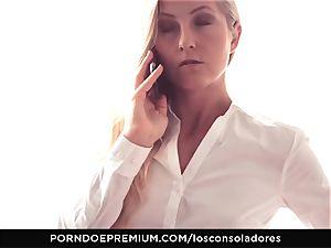 LOS CONSOLADORES - Amirah Adara facial cumshot in FFM three way