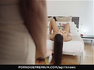 A dame KNOWS - Mea Melone in intense lezzy orgy