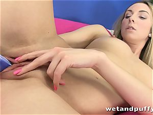 horny tart cant get enough of her hook-up fucktoys