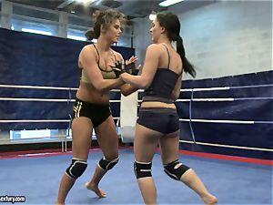 honey satan and Melanie Memphis do struggle in the ring