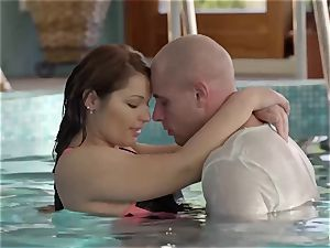 RELAXXXED - sensual underwater lovemaking with close up shots