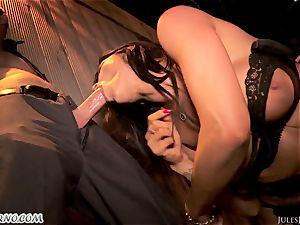 Romi Rain - epic super-steamy amateur porn in the street