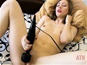 Ivy Wolfe torments her nub!