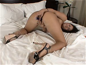 Pierced asian London Keyes plays with her vulva in bed