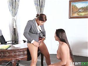 Keisha Grey flashing Karlee Grey whose manager