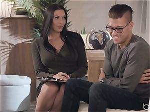 Rachel Starr knows how to rail that ginormous guy meat