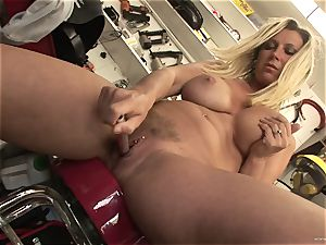 warm Devon Lee likes taunting her succulent moist bud